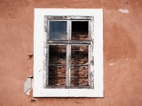 Прозорец към тухлите