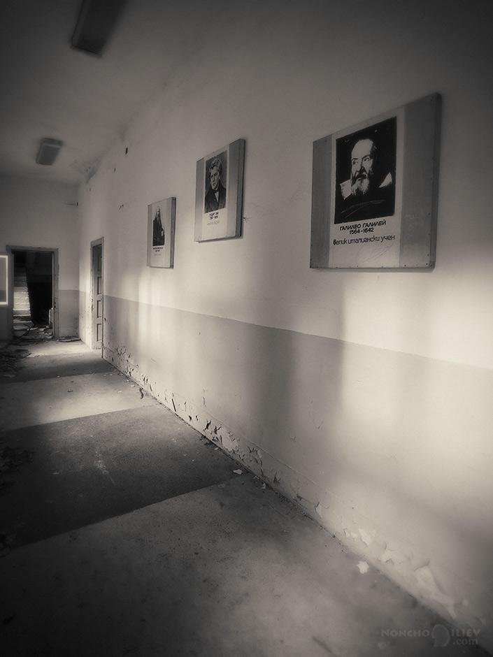 старото училище коридори