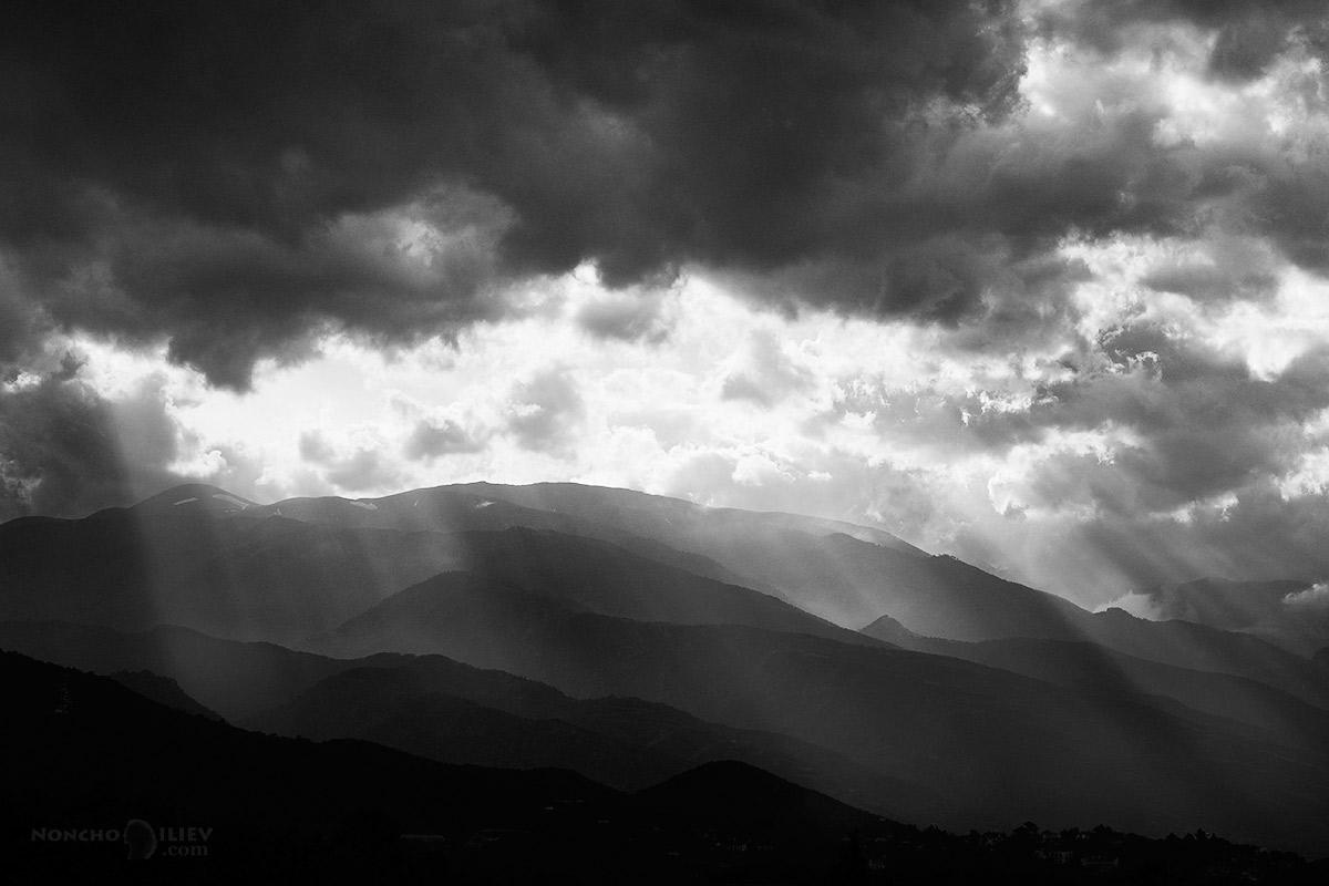 олимп в облаци и лъчи
